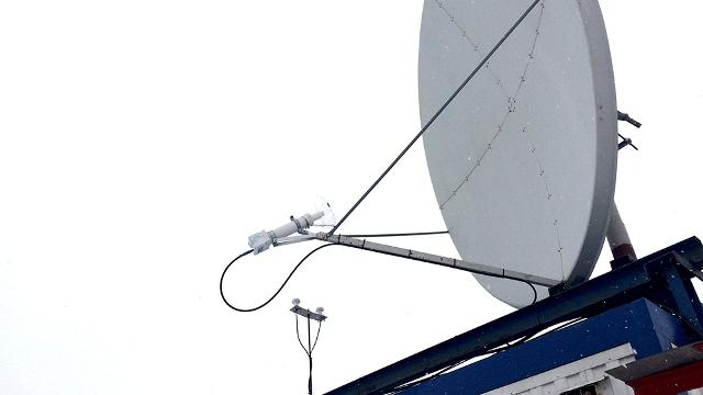 Cпутниковая тарелка в Островском с установленной защитой на облучатель