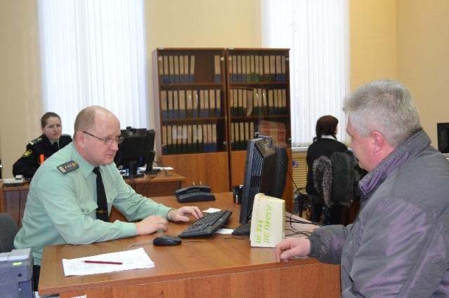 Жители Островского района могут записаться на приём к заместителю руководителя П.Ю.Севину