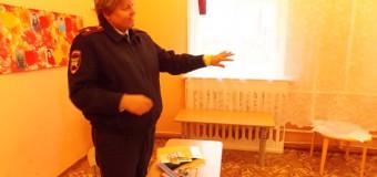 Сотрудники ОГИБДД МО МВД России «Островский»  на родительских собраниях в детских дошкольных учреждениях проводят  профилактические беседы по соблюдению Правил дорожного движения