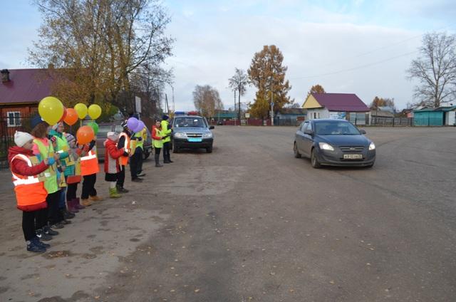 В Островском сотрудники Госавтоинспекции совместно с инспекторами ЮИД провели профилактическую акцию «Сообщи о пьяном водителе!».