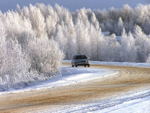 avtomobil_zima_doroga