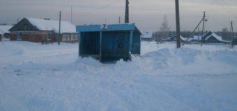 Островские дорожники устраняют последствия снегопада и метели