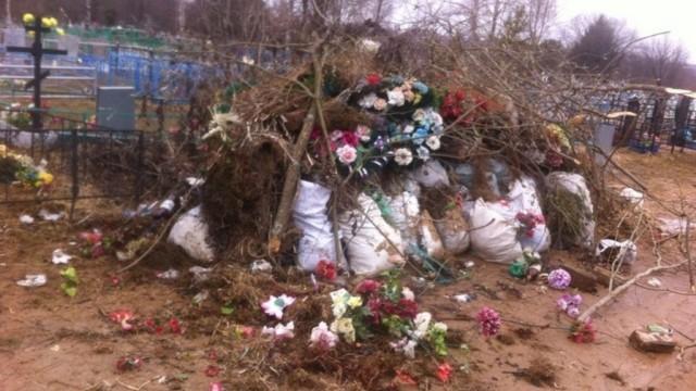 Островское кладбище превратилось в свалку