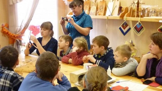 Игодовская начальная школа посетила мастер-класс по плетению из бересты в Судиславле
