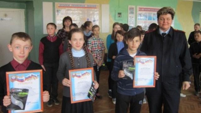 В Островской школе автоинспекторы вручили грамоты победителям  конкурса «Безопасное колесо-2017»