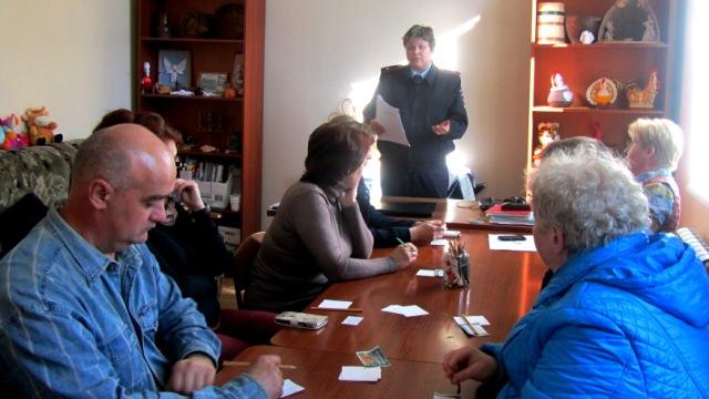 В Островском советовались родители и автоинспекторы о безопасности детей на дороге