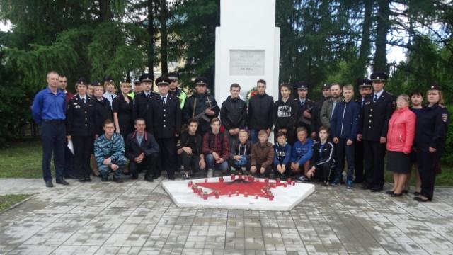 В Островском сотрудники полиции приняли участие в акции «Свеча памяти»
