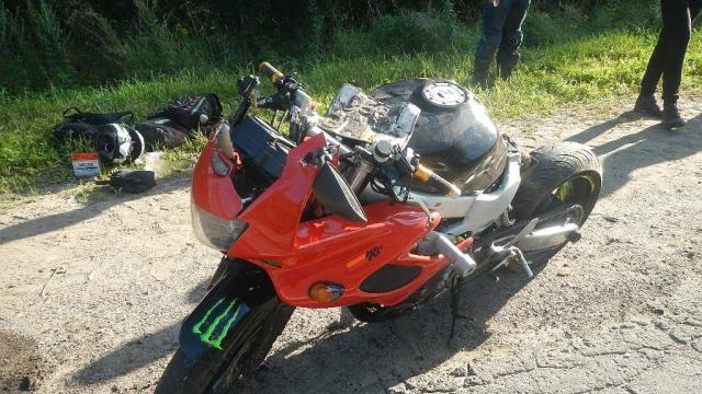 В Островском районе столкнулись мотоцикл и легковушка, есть пострадавший