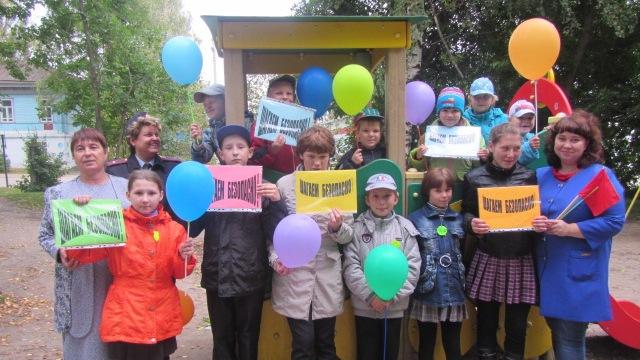 Детская дорожная экскурсия-акция «Шагаем классно – шагаем безопасно!»  в Островском