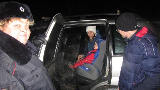 В Островском автоинспекторы продолжают проверки соблюдения правил перевозок детей