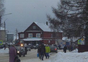В Островском районе ведется расчистка автомобильных дорог от снега