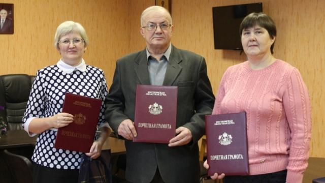 Трое жителей Островского района награждены Почетными грамотами областной Думы