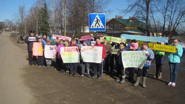 В Островском автоинспекторы и школьники провели акцию «Уважай пешехода!»