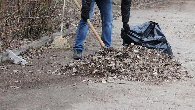 23 мая в Островском состоится субботник по санитарной очистке кладбища