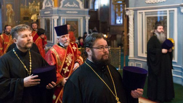 Паломники из Островского района посетили святыни в Костроме