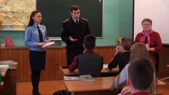Старшеклассникам из Островского рассказали о коррупции и профориентации