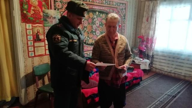 В Островском районе  жителям Хомутово рассказали как предотвратить пожары
